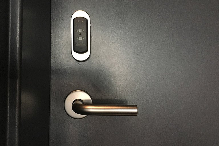 Smart lock and door handle